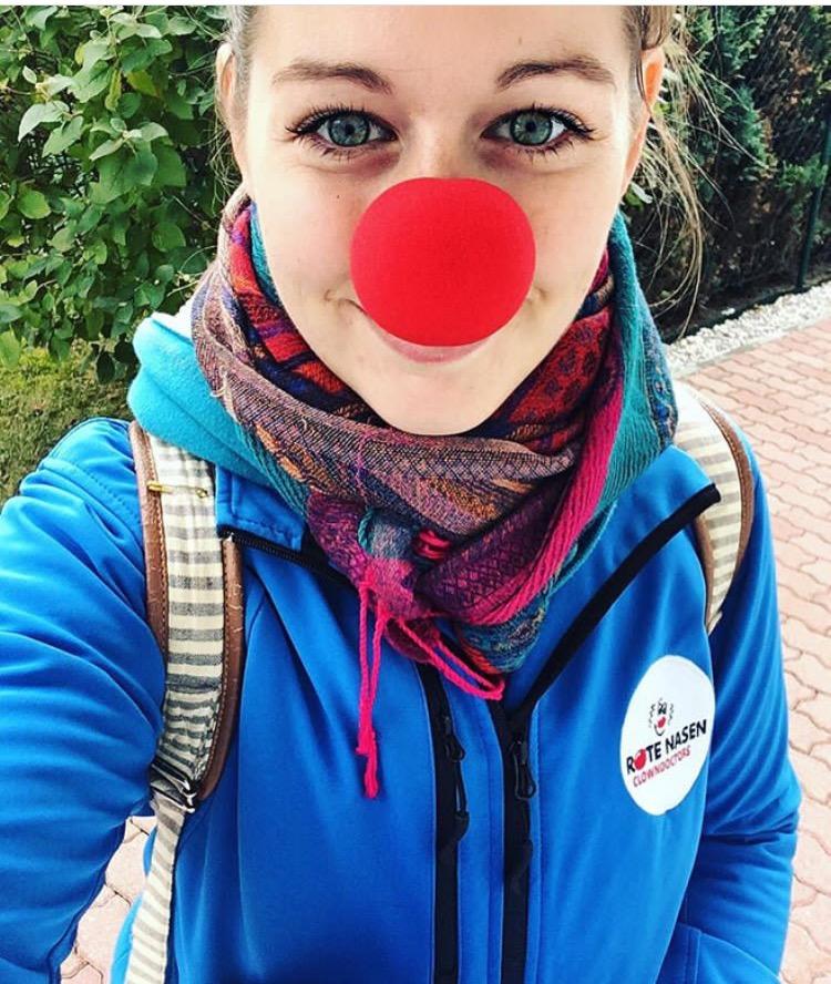 Magda im Einsatz für die Roten Nasen Clowndoctors.